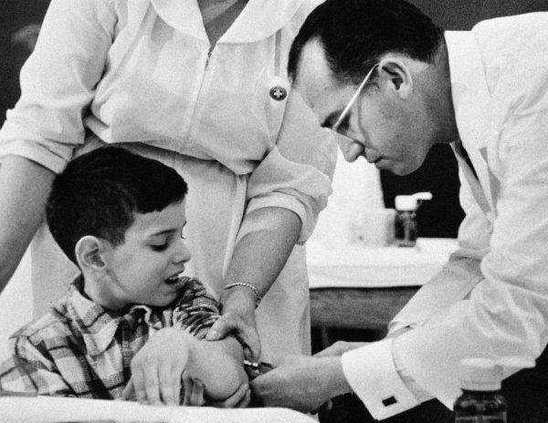 Çocuk felci aşısıyla milyonları kurtaran kahraman #1
