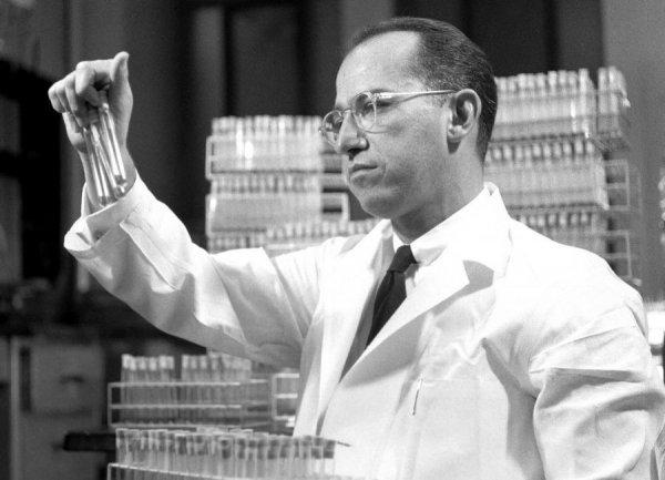 Çocuk felci aşısıyla milyonları kurtaran kahraman #2