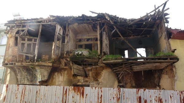 Edremit te bir tarihi bina daha yağmur sonrası yıkıldı #5