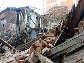 Edremit'te bir tarihi bina daha yağmur sonrası yıkıldı